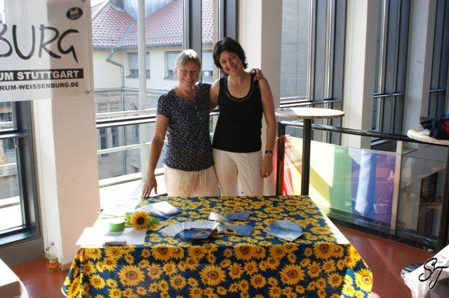 2010-Loni und Regine beim CSD Rathausempfang mit Infostand