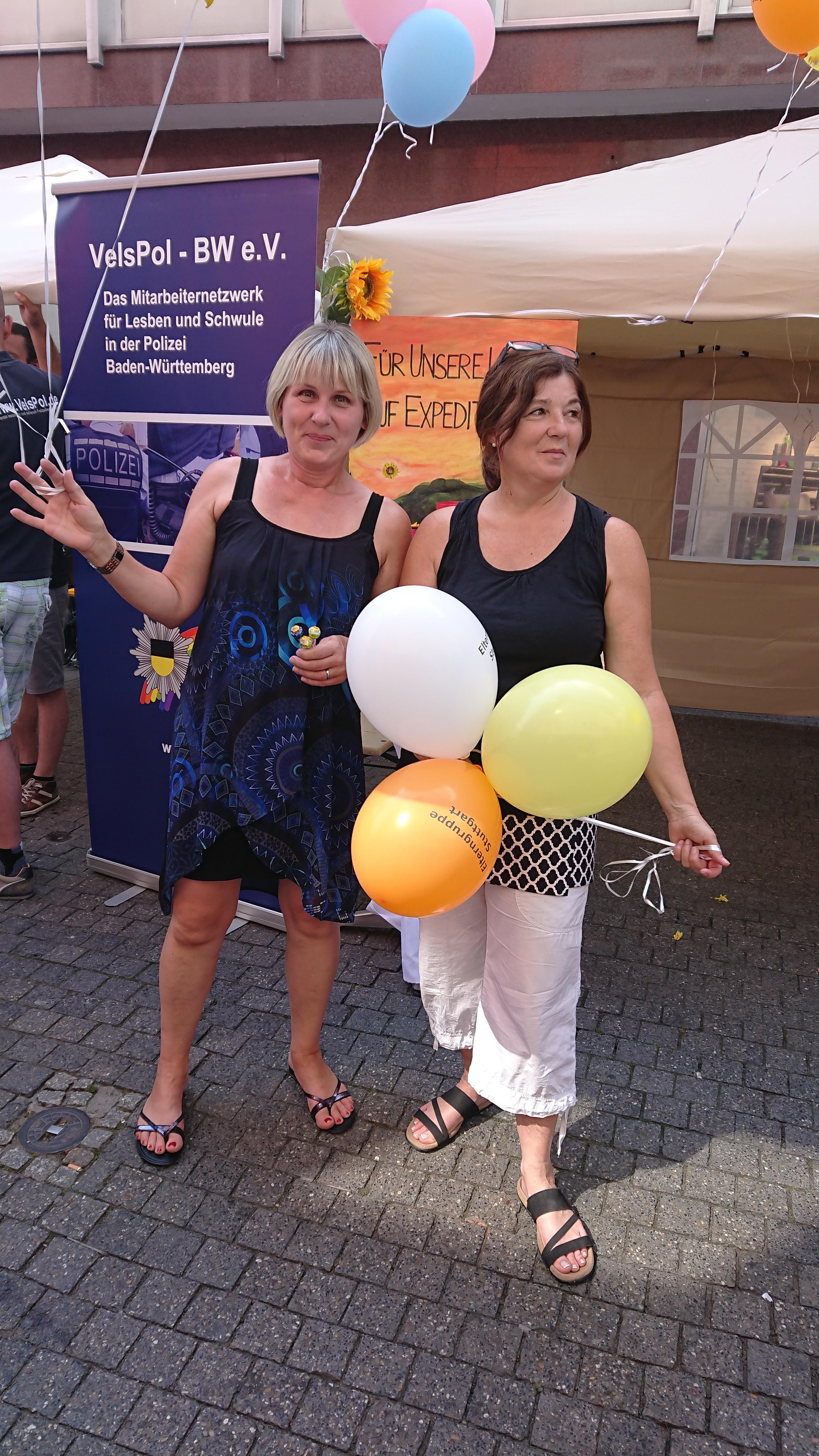 2018-07-11_Luftballonaktion-am-Infostand-der-Elterngruppe