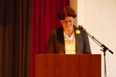 2013-Jubiläum-4-Marianne Müller liest das Grußwort MdL Brigitte Lösch